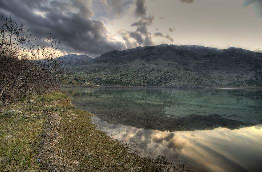 Озеро Курна - самое крупное пресноводное озеро Крита площадью 1,2 км²