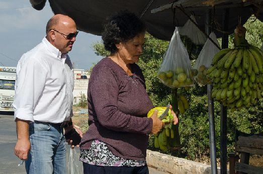 Критские бананы - очень вкусные, но и стоят 2-3 евро, что дороже обычных привозных