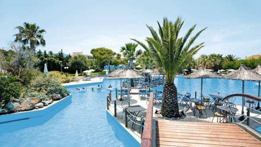 В отеле Aquila Rithymna Beach отличная еда и великолепный детский клуб, поэтому Ваши дети всегда будут заняты