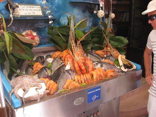 Кальмары, креветки, лобстеры, осьминоги, мидии, а также множество рыб.. все это есть здесь, на Крите!