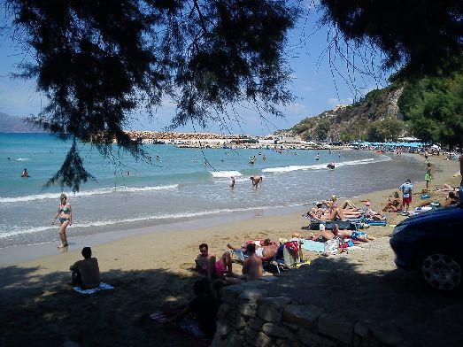 Особенно хороши пляжи в бухтах, защищенных от ветра, как, например, на пляже Альмирида