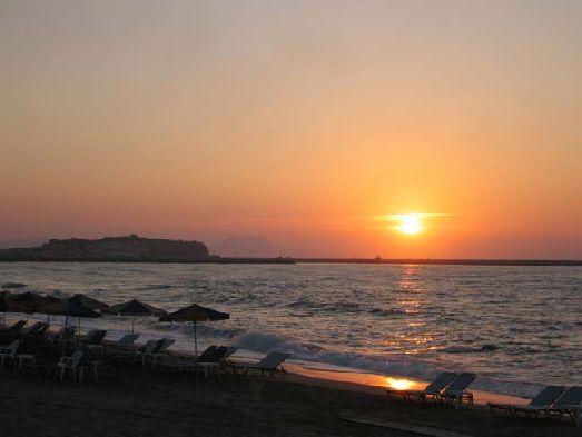 Расположение у моря, хоть и через дорогу, столько редкое явление для отеля 3 звезд  - один из плюсов Blue Sea Appartments