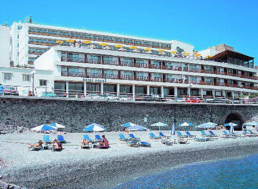 Кроме галечного пляжа напротив отеля Coral поблизости есть и песчаный пляж