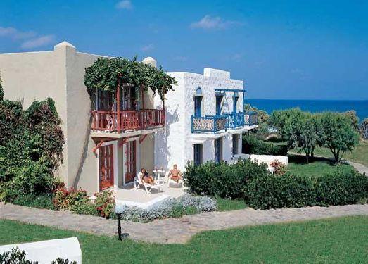 Виз из бунгало может быть как в сады, так и на Критское море