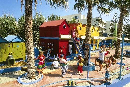 Для детей есть детский ресторан, игровой клуб и площадки