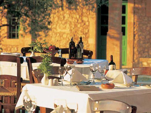 Данный отель входит в сеть Grecotel Hotels, славящуюся именно отменной и разнообразной кухней