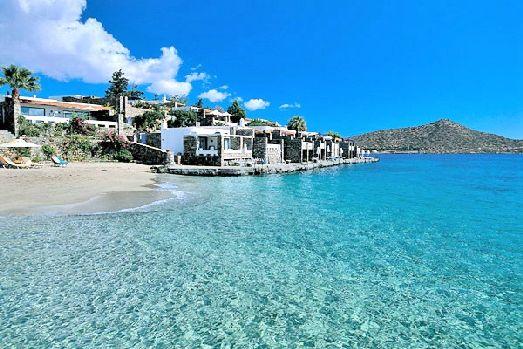 Отель обладает не только великолепным пляжем, но здесь есть еще и возможность попробовать себя в водном спорте