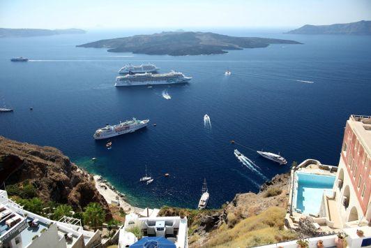 Многие туристы приплывают на Крит на пароме