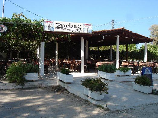 В Зорбасе все готовится из свежих продуктов, поэтому все очень вкусно! Рекомендуем домашние колбаски! Комплимент - блюдо в виде раки с бубликами