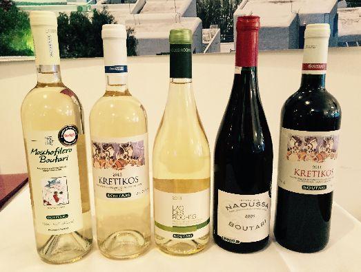 Красное вино KRETIKOS BOUTARI RED - для его производства  используют сорта винограда Котсифали и Монтилария, Белое вино KRETIKOS BOUTARI WHITE - используют сорта винограда Вилана (95%), Плито, Дафни и Трапсатири