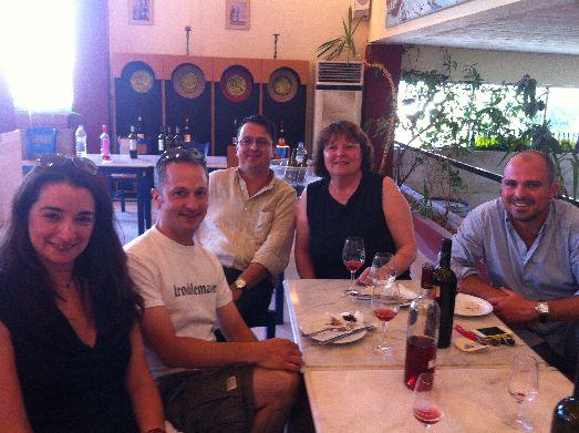 В области Пеза производятся белые сухие и красные вина